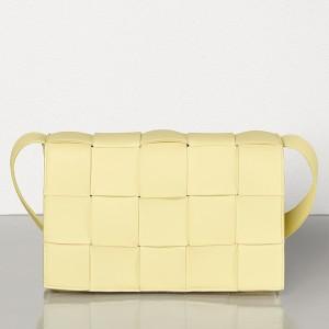Bottega Veneta Cassette Bag In Cream Lambskin