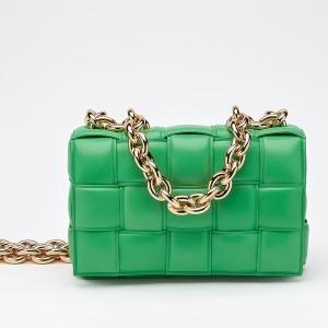 Bottega Veneta Chain Cassette Bag In Green Calfskin