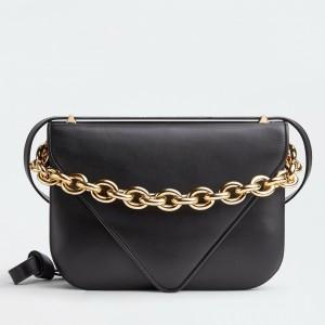 Bottega Veneta Mount Medium Envelope Bag In Black Calfskin
