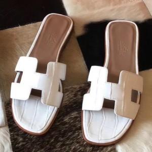 Hermes Oran Sandals In White Shiny Niloticus Crocodile